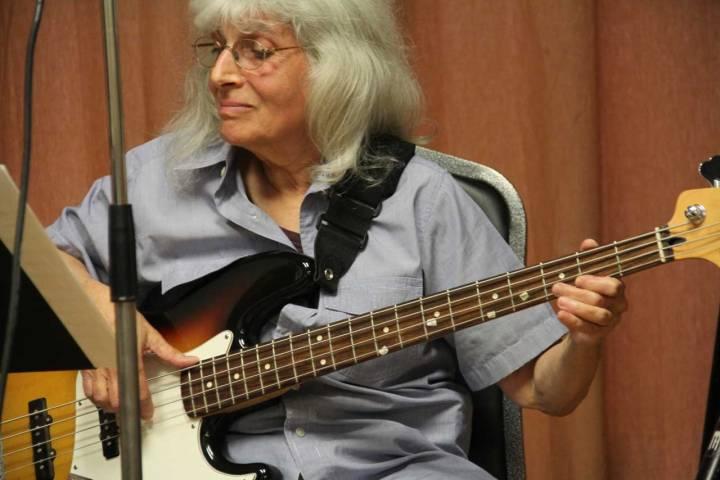 janet-bassist